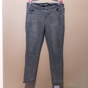 Mid rise super skinny jeans with stretch